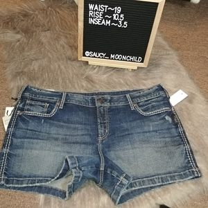 NEW Silver Jeans Co | curvy elyse denim shorts